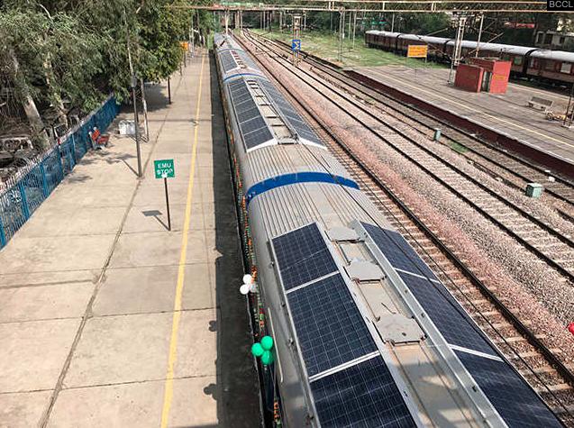 train-panneaux-solaires-inde